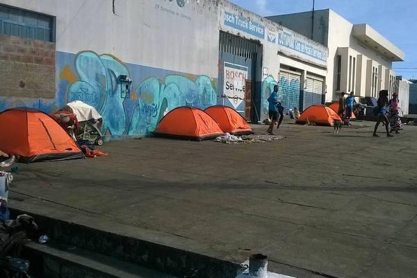 Cenas urbanas moradores de rua ganham barracas de camping for Camping cerca de vitoria