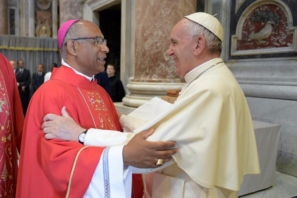 Igreja Católica: Papa entrega o pálio a 24 novos Arcebispos, entre eles Dom Zanoni Demettino Castro | BLOG DO ANDERSON