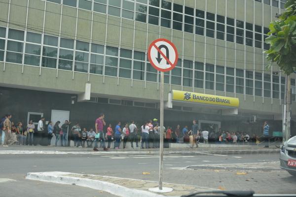 Banco Do Brasil O Povo Reclama Das Longas Filas E Morosidade No Atendimento Em Vit Ria Da