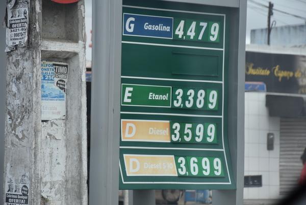 Preço médio da gasolina sobe para R$ 4,22 nesta semana