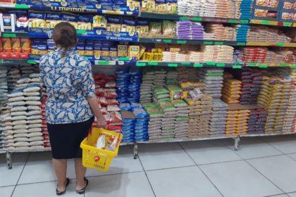 """Está tudo caro em Vitória da Conquista com descontrole inflacionário, """"pobre vai morrer de fome"""""""