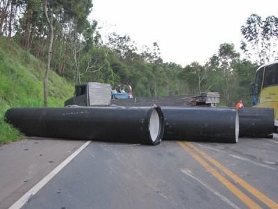 tubos e caminh�o 1